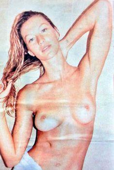 Жизель Бюндхен с голой грудью на фото Юргена Теллера, 2013