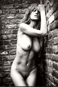 Полностью голая Жизель Бюндхен в фотосессии Марка Селигера, 2006