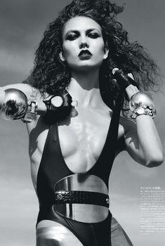 Сексуальная Карли Клосс в журнале Vogue, 2012