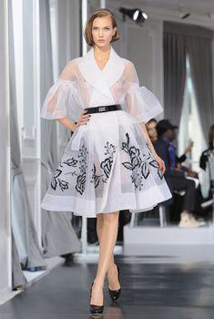 Карли Клосс засветила соски на показе Christian Dior, 2012