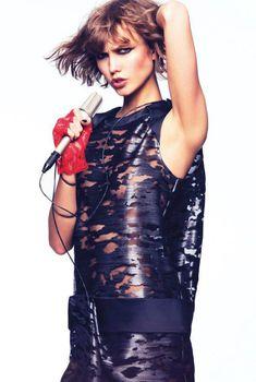 Голый сосок Карли Клосс в журнале Vogue, Июль 2013