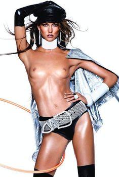 Карли Клосс топлесс в журнале Vogue, Декабрь 2012
