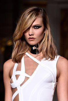 У Карли Клосс вылез сосок на показе Versace, 25.01.2015