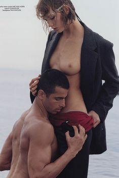 Карли Клосс показала грудь в журнале CR Fashion Book, 2014