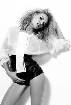 Засвет груди Кейт Босуорт в журнале Marie Claire, 2008