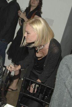 Голая грудь Кейт Босуорт на вечеринке в Нью-Йорке, 2006