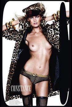 Голая грудь Констанс Яблонски в журнале Vogue, Декабрь 2012
