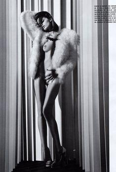 Обнаженная красавица Эбби Ли Кершоу в журнале Vogue, Август 2010
