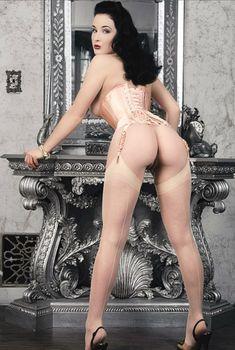 Дита Фон Тиз позирует голой  в журнале Penthouse, Апрель 2007