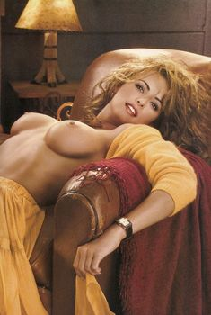 Раздетая Карен МакДугал  в журнале Playboy Invierno Caliente, 2000