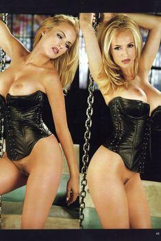 Красотка Кэрри Уэсткотт оголила грудь и киску в журнале Playboy's Lingerie, Ноябрь 1997