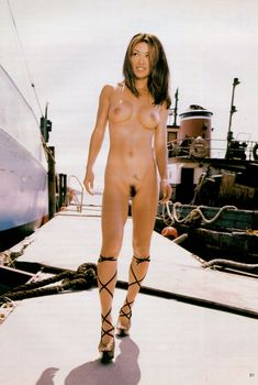 Абсолютно обнажённая Сунг Хай Ли снялась в журнале Playboy's Nudes, Январь 1999