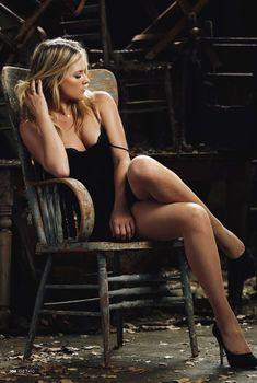 Сексуальная Эли Лартер на фото в журнале Esquire, Октябрь 2010