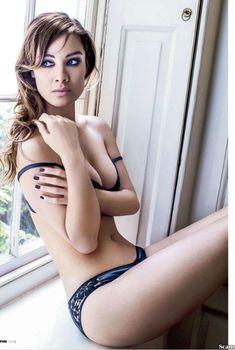 Эротичная Беренис Марло  в журнале FHM, Ноябрь 2012