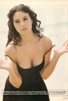 Моника Беллуччи позирует для журнала Playboy, Август 2001