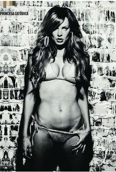Привлекательная Наташа Алам в бикини для журнала DT, Июнь 2011