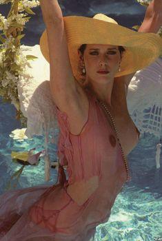 Голая грудь Сильвии Кристель засветилась в журнале Playboy, Ноябрь 2012