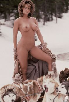 Карен МакДугал обнажилась  в журнале Playboy, Декабрь 1997