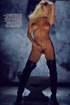 Обнажённая Сибил Даннинг позирует в журнале Playboy, Август 1983