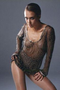 Джессика Альба без лифчика в фотосессии Марка Лидделла