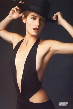 Заманчивая Эмбер Валлетта на сексуальных фото в английском журнале Esquire, Апрель 2005