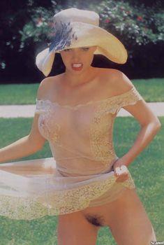 Бижу Филлипс разделась в журнале Playboy, Апрель 2000