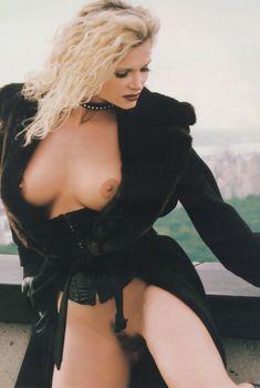 Горячая Виктория Здрок обнажилась в журнале Playboys Lingerie, Январь 1999