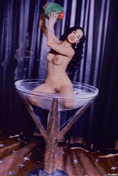 Полностью голая Дита Фон Тиз  в журнале Playboy, Декабрь 2002