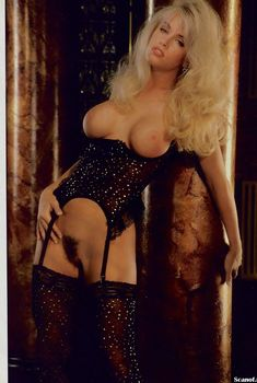 Дженни Маккарти без трусов в журнале Playboy, Июнь 1995
