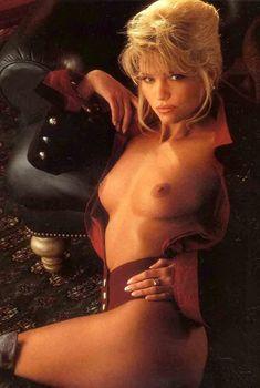 Красивая Виктория Здрок оголилась в журнале Playboy, 1995