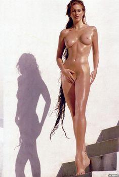 Обнаженная Энджи Эверхарт  в журнале Playboy, Февраль 2000