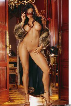 Полностью обнажённая Кэндис Мишель в журнале Playboy, Апрель 2006