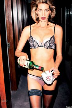 Красотка Доун Оливери в эротическом белье для журнала Maxim, Май 2012
