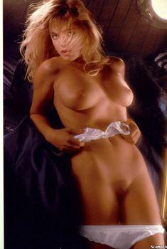 Эрика Элениак разделась  в журнале Playboy, Июль 1989
