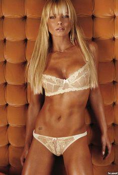 Эротичная Джейми Прессли снялась в горячей фотосессии для журнала FHM, Апрель 2006