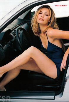 Милая Лесли Бибб снялась в фотосессии для журнала FHM, Март 2000