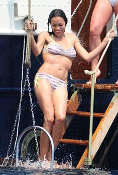 Розарио Доусон в бикини отдыхает на яхте в Каннах, 19.05.2011