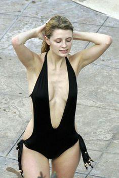 Секси Миша Бартон в купальнике в отеле Bacara Resort & Spa, 14.03.2005