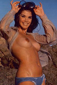 Сочная голая грудь Барби Бентон на фото в журнале Playboy, Март 1970