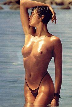 Голая грудь Бриджит Нильсен на сочных кадрах в журнале Playboy, Сентябрь 1985