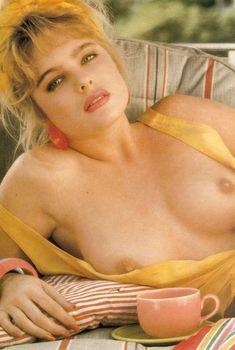 Эрика Элениак обнажилась в журнале Playboy, Август 1993