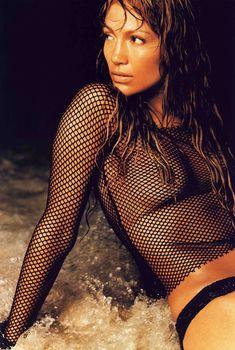 Заманчивая Дженнифер Лопез засветила грудь в журнале Die Girls Von FHM Summer, 2002