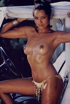 Красотка Барбара Каррера обнажилась в журнале Playboy, Март 1982