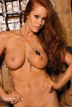 Пышногрудая Кристин Смит оголилась в журнале Playboys Nude Playmates, 2012