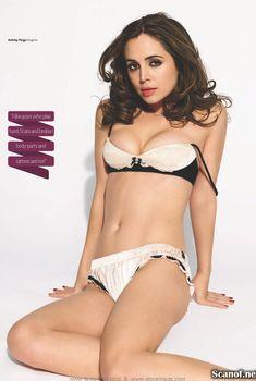 Соблазнительная Элиза Душку в эротическом белье в журнале Maxim, Март 2009