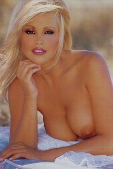 Абсолютно обнажённая Джина Ли Нолин красиво позирует в журнале Playboy, Декабрь 2001