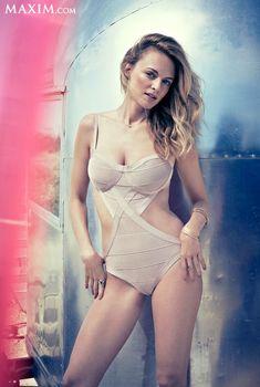 Секси Хизер Грэм  в журнале Maxim, Июнь 2013