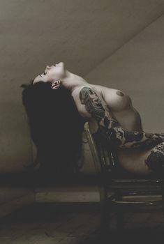 Полностью голая Никки Ли позирует в журнале Fuse, 2014