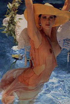 Красотка Сильвия Кристель позирует с голой грудью в журнале Playboy, Февраль 1982