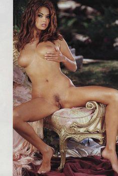 Обнажённая Тера Патрик расставляет ножки журнале Penthouse, Февраль 2002